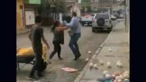 Inspectores de Córdoba, Veracruz, despojan de mercancía a mujer e hijo