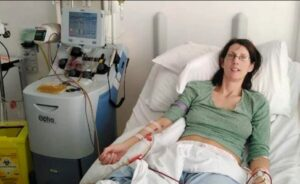 Mujer británica sana que no tenía síntomas de Covid-19 casi muere por el virus