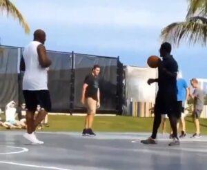 """Michael Jordan juega baloncesto con adolescentes y los """"humilla"""""""