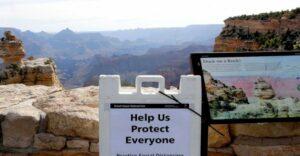 Por intentar tomarse una foto, una mujer cae al Gran Cañón y muere
