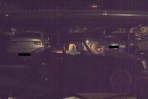 Cámaras de un Tesla Model 3 captan el momento en el que dos sujetos roban un Porshe
