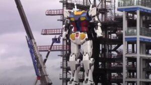 El robot Gundam construido por Japón da sus primeros pasos