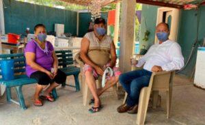 Alcalde de Comondú, BCS, pone cubrebocas falsos en sus fotos y las presume