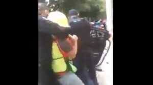 Exhiben a policías de la CDMX que ahorcaron a un trabajador