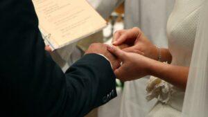 Organizan un boda en España y 23 de los asistentes se contagian de Covid-19
