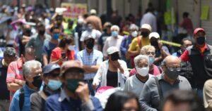 Capitalinos abarrotan calles del Centro Histórico pese a filtros sanitarios
