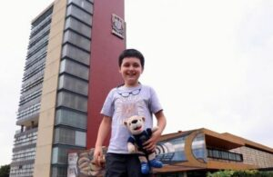 """Por bullying, el """"niño genio"""" Carlos Santamaría dejaría la UNAM"""