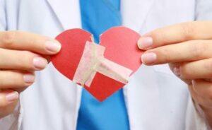 Casos de 'síndrome del corazón roto' aumentan durante pandemia de Covid-19