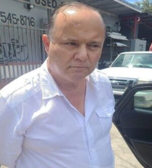 Tras huir de México, César Duarte se dedicaba a la compra-venta de autos usados en Florida