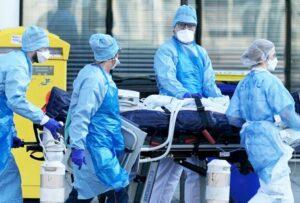 """Joven se contagia en una """"fiesta covid"""" y muere; creía que el virus era mentira"""