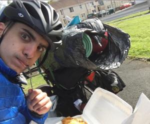 Joven recorrer más de 3 mil km en bicicleta para reunirse con su familia