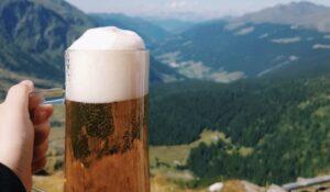 Cervecera de EU paga 20 mil dólares por beber cerveza y viajar