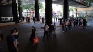 Cientos de personas hacen fila para entrar a Parque Delta en el primer día de reapertura
