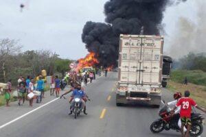 Pipa de gasolina explota cuando era ordeñada por personas en Colombia