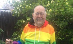 Hombre de 90 años confiesa su homosexualidad para encontrar al hombre que marcó su juventud
