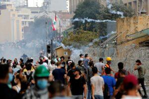 Protestas tras explosiones en Beirut dejan más de 170 heridos y un policía muerto