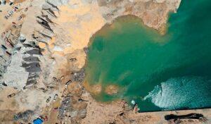 Explosión en puerto de Beirut deja cráter de 43 metros de profundidad
