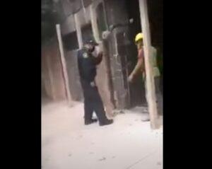 Exhiben a policías ahorcando a albañil en Iztapalapa (VIDEO)
