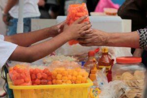 Morena quiere prohibir la venta de productos chatarra a menores en todo el país