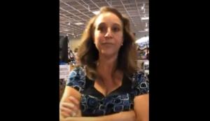 Detienen a mujer por toser sobre otra persona en EU